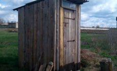 Под Одессой бабушка умерла от испуга, провалившись в дворовый туалет