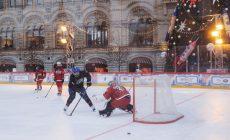 Мостовой, Сычёв и журналисты сыграли в хоккей против женщин
