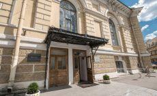 В Петербурге разгорается скандал —  объединяют академический институт  с вузом