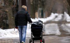 Минтруд решил ужесточить правила выдачи пособия на ребенка