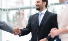 При реорганизации в форме выделения обязательства, не поименованные в передаточном акте, остаются у реорганизованной организации