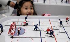 Настольный хоккей – спорт, где Россия всех разрывает. Его придумали канадцы в Великую депрессию, а в СССР играл даже Гагарин