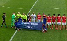 ?В футболе отказываются от предматчевых рукопожатий: в юношеской ЛЧ стукались локтями, в Шотландии ввели официальный запрет