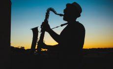 Почему вам стоит научиться играть на саксофоне