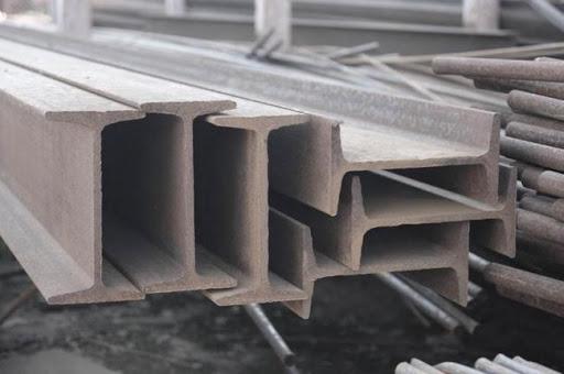 Двутавровая стальная балка